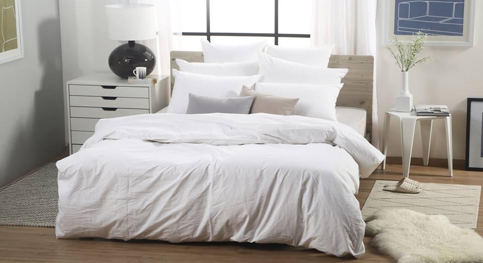 Cảm giác sạch sẽ, thoải mái với ga giường màu trắng